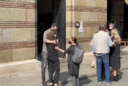 Potresan prizor: Kćerka i supruga u suzama ispred kapele, glumac Nenad Nenadović će biti sahranjen pored Minje Subote