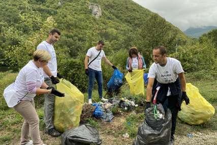 """Aktivisti i građani u Rudom okupili se na Coca-Colinom projektu """"Od izvora do mora"""" u akciji prikupljanja ambalažnog otpada"""