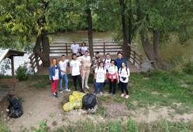 """Coca-Colin projekat """"Od izvora do mora"""" okupio više od 100 učesnika akcije prikupljanja ambalažnog otpada u Foči"""