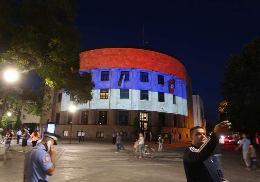 DAN SRPSKOG JEDINSTVA Palata Republike osvijetljena trobojkom (FOTO)