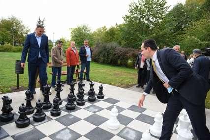 POKLON PRIJEDORU Penzijski rezervni fond donirao šahovsko igralište