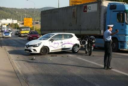 Saobraćajna nesreća u Banjaluci: Sudarili se automobil i motocikl (FOTO)