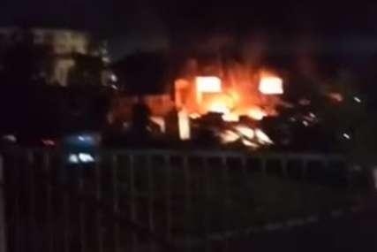 """Veliki požar """"progutao"""" skladište firme namještaja u Rajlovcu (VIDEO)"""