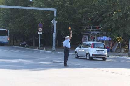 Semafor kod Narodnog pozorišta RS VAN FUNKCIJE: Od prekjuče u kvaru, nadležnima i građanima zadaje glavobolje (FOTO)