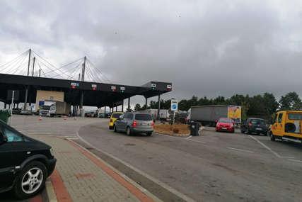 Rastu tenzije: Kosovska policija upotrijebila suzavac protiv Srba u Jarinju