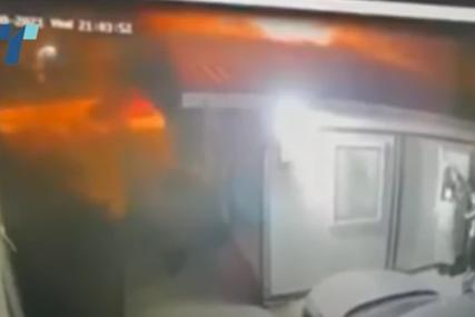 Plamen se širi, ljudi iskaču kroz prozore: Jeziv snimak izbijanja požara u kovid bolnici u Tetovu (VIDEO)