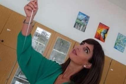 Prijeti joj i do PET GODINA ZATVORA: Učiteljica koja je djeci pustila bošnjačku himnu saslušana u policiji