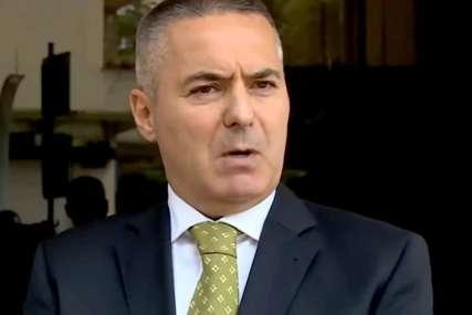 Đukanovićev savjetnik IZA REŠETAKA: Veljović zbog napada na policiju ostaje u pritvoru