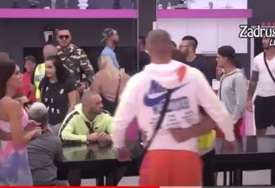 Opšti haos u Zadruzi: Mensur gađao Filipa Cara flašom