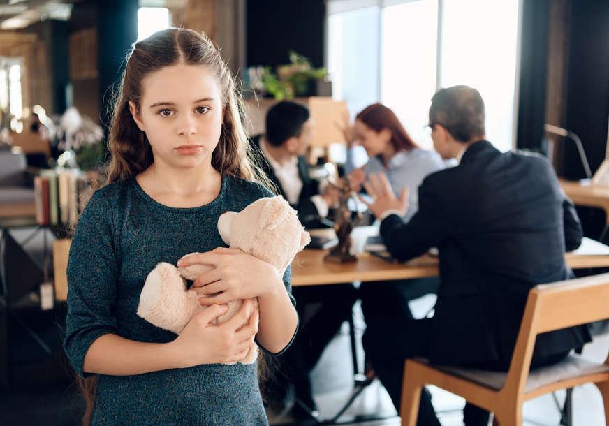 Više neće moći da izbjegavaju PLAĆANJE ALIMENTACIJE: Samohrani roditelji skeptični nakon decenijskog čekanja