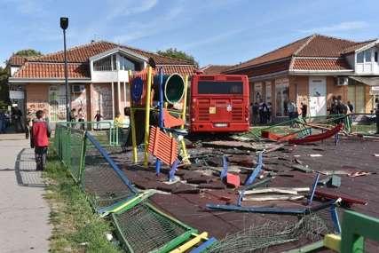 DJEVOJČICA NIJE ŽIVOTNO UGROŽENA Zadobila prelom potkoljenice i povredu glave u nesreći na igralištu