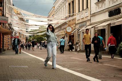 Šetači uživaju u muzici: Postavljeni zvučnici u Gospodskoj ulici