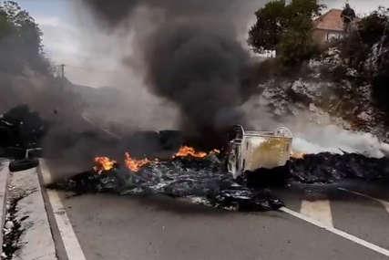 Barikade su uklonjene: Uspostavljen saobraćaj na putu Podgorica - Cetinje - Budva