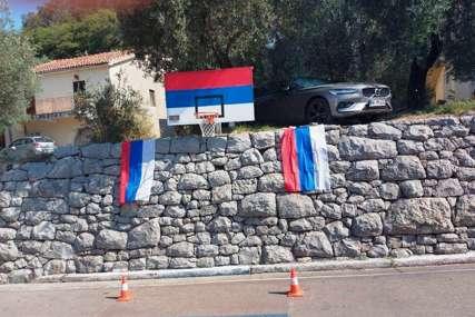 Širom Crne Gore istaknute trobojke u čast Dana srpskog jedinstva