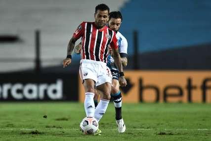 Opet mijenja klub: Dani Alveš zbog novca napušta Sao Paulo