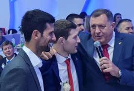 Ženi se Nemanja Majdov: Na svadbi zapjevali Milorad Dodik i Novak Đoković (VIDEO)