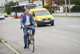 Podržao Dan bez automobila: Stanivuković na posao stigao biciklom