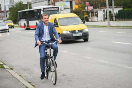 Podržao Dan bez automobila: Stanivuković na posao stigao biciklom (FOTO)