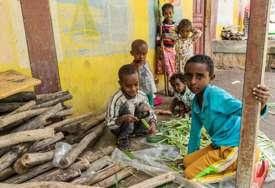 Jezivi prizori iz Etiopije: Ljudima se zbog gladi počela mijenjati boja kože, izgledaju kao hodajući kosturi (FOTO)
