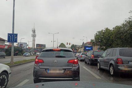 Dovoljno da ne radi jedan semafor i ETO HAOSA: Banjalučani zbog gužvi kasne i na posao i kod ljekara