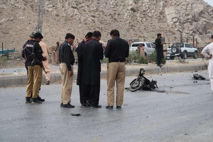 Bombaš samoubica se biciklom zaletio u vojno vozilo, poginula tri vojnika