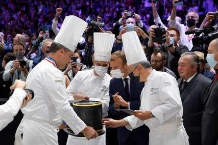 Incident na sajmu gastronomije: Na predsjednika Makrona bačeno jaje