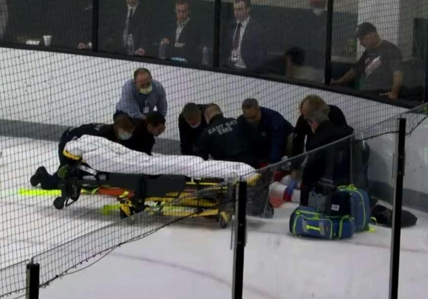 ZAVRŠIO U BOLNICI Hokejaš pao u nesvijest od udarca protivnika, to je bio razlog za tuču (VIDEO)