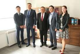 Japanski biznismeni u Sokocu: Prešli pola svijeta da probaju romanijski med (FOTO)