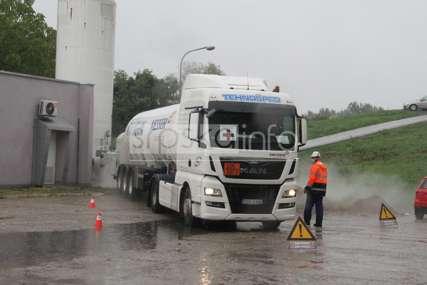 DOPREMLJEN DRAGOCJENI TERET U UKC Republike Srpske upravo stigla cisterna kiseonika (FOTO)
