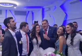 Kako su se veselili Dodik i Đoković: Detalji svadbe Nemanje Majdova u Sokocu (VIDEO)
