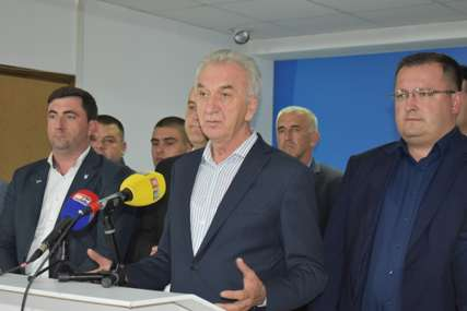 """""""Baš nas briga s kim će Dodik razgovarati"""" Šarović smatra da je raspakivanje Dejtona nedopustivo"""