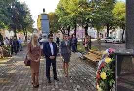 U čast poginulim borcima: U Kostajnici  polaganjem vijenaca obilježeno 26 godina od odbrane zapadnih granica (FOTO)