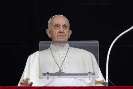 """""""Katolička crkva u Francuskoj da preuzme odgovornost"""" Papa poručio da je tužan i posramljen zbog zlostavljanja djece"""