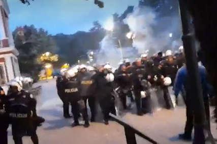LETJELE KAMENICE, SUZAVAC I ŠOK BOMBE I jutros sukobi demonstranata i policije u Cetinju uoči ustoličenja mitropolita Joanikija (VIDEO)