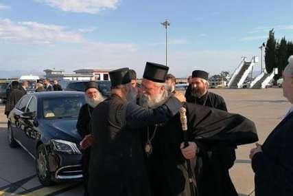 """""""Rastajem se, nadam se ne zadugo"""" Patrijarh Porfirije pozdravio se danas sa vladikom Joanikijem (FOTO)"""