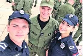 Porodica Petrović je ponos sela: Iz jedne kuće troje djece i svi rade u MUP RS (FOTO)