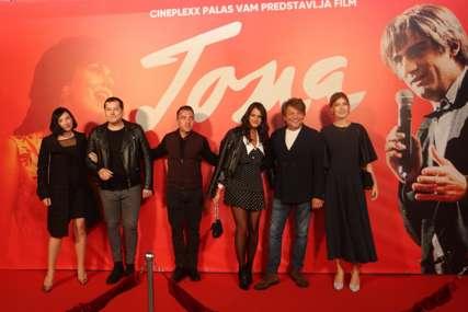 Snažne emocije i suze u publici: Banjalučani uživali u premijeri filma o legendarnom Tomi Zdravkoviću (FOTO, VIDEO)