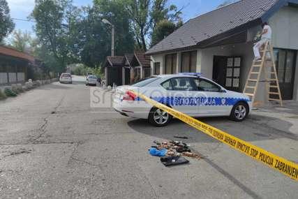 DRAMA U BANJALUCI Dvojica naoružanih razbojnika upali u kuću starijeg čovjeka, opljačkali ga i zavezali lisicama (FOTO)