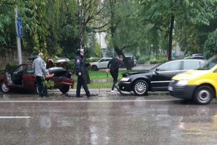 SAOBRAĆAJKA U CENTRU BANJALUKE Gužva u saobraćaju kod Narodne skupštine zbog sudara dva automobila (FOTO)