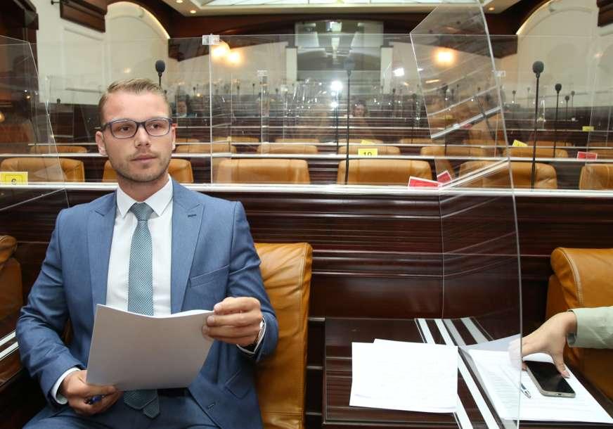 """""""Nema gospode, ja sam došao na radno mjesto"""" Odbornici većine se nisu pojavili na sjednici Skupštine grada Banjaluka (FOTO)"""