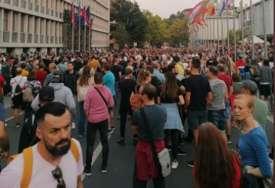 Nakon žestokih protesta DUŽI REDOVI ZA VAKCINACIJU: Neočekivane posljedice zaoštrenja mjera u Sloveniji