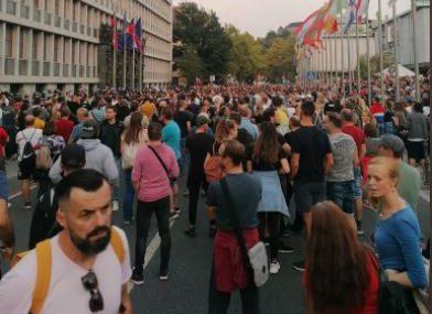 Uprkos velikom broju zaraženih: U Sloveniji ponovo protest zbog pooštravanja epidemioloških mjera