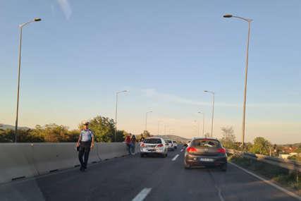 SAOBRAĆAJKE U ZALUŽANIMA Četiri auta u lančanom sudaru, drugi udes 100 metara dalje (FOTO)