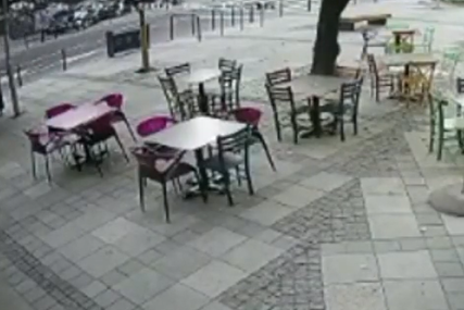 Jezivi snimak stravičnog udesa: Vozač u punoj brzini udario u zgradu (VIDEO)
