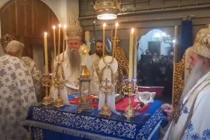 USTOLIČEN MITROPOLIT JOANIKIJE Na Cetinju mirno, patrijarh i mitropolit sletjeli u Podgoricu, dočekao ih premijer Krivokapić (FOTO,VIDEO)