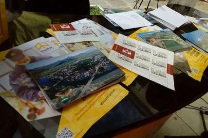 """Jubilej gimnazije:  Pomovisana poštanska marka """"100 godina gimnazije u Trebinju"""" (FOTO)"""