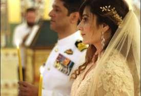 NEOBIČNO VJENČANJE Indijac i Amerikanka prešli u prvoslavlje da bi se vjenčali u Hramu Svetog Save (FOTO)