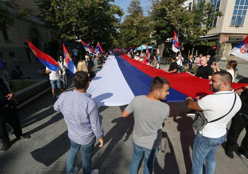 Zastava od 70 metara: Defile Ujedinjene Srpske povodom Dana srpskog jedinstva (FOTO)