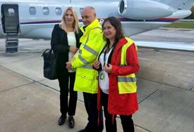 CVIJANOVIĆEVA DOPUTOVALA U VARŠAVU Zahvalila osoblju aerodroma na poklonu i toploj dobrodošlici (FOTO)