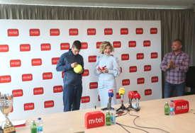 Kompanija m:tel uz mladog tenisera: Maksimoviću novčana podrška, direktorki Trivan POTPIS BUDUĆEG ASA (FOTO)